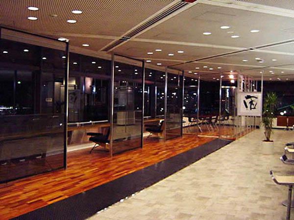 空港構内 内装