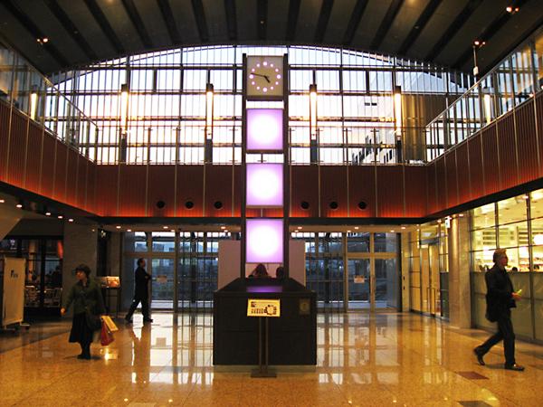 駅構内 時の灯