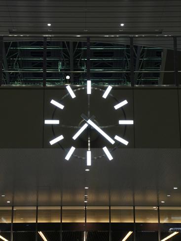 駅構内 光時計